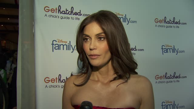 Teri Hatcher on her dress selection that her fans picked it on Twitter On the inspiration behind Gethatched and what visitors will find on the site...