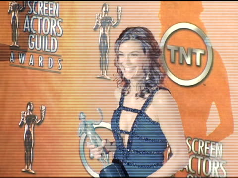 teri hatcher winner for outstanding female actor in a comedy series for 'desperate housewives' at the 2005 screen actors guild sag awards photo room... - teri hatcher stock-videos und b-roll-filmmaterial