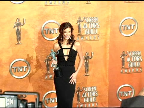 teri hatcher, winner for outstanding female actor in a comedy series for 'desperate housewives' at the 2005 screen actors guild sag awards photo room... - teri hatcher stock videos & royalty-free footage
