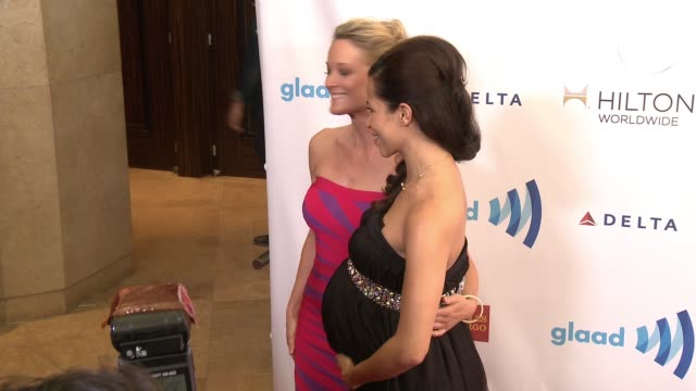 stockvideo's en b-roll-footage met teri polo and sherri saum at the 25th annual glaad media awards at the beverly hilton hotel on april 12 2014 in beverly hills california - beverly hilton hotel