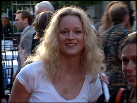 teri polo at the premiere of 'the score' at paramount studios in hollywood california on july 9 2001 - paramount studios stock videos & royalty-free footage