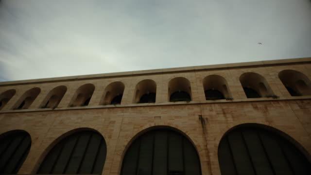 ローマのテルミニ駅:近代建築 - ラツィオ州点の映像素材/bロール