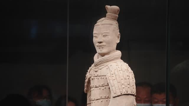 terra cotta warriors in xi 'an,china. - 皇帝点の映像素材/bロール