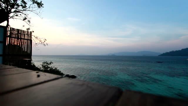 vidéos et rushes de terrasse avec vue sur la mer - admirer le paysage