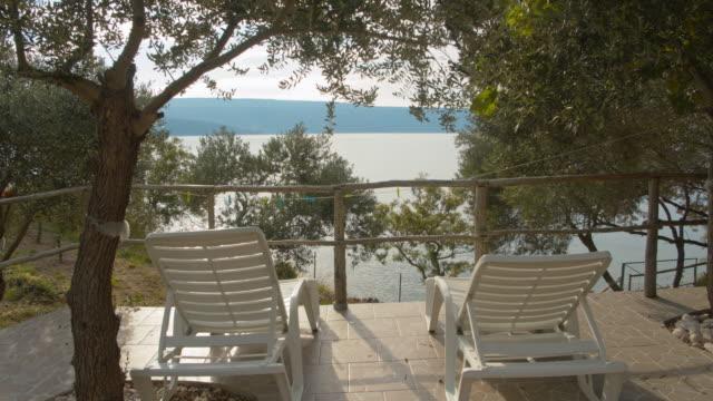 stockvideo's en b-roll-footage met ws terras met prachtig overzees uitzicht - cres kroatië