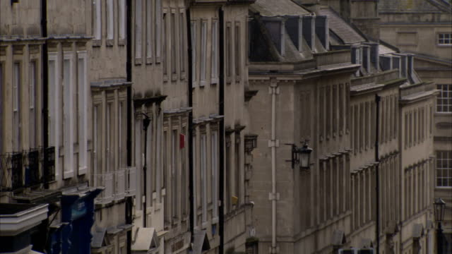 terraced houses line a street in bath, england. available in hd. - dacherker stock-videos und b-roll-filmmaterial