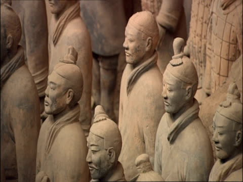 terracotta army, facing left, side view, museum of qin, xian, china - terrakotta armee stock-videos und b-roll-filmmaterial