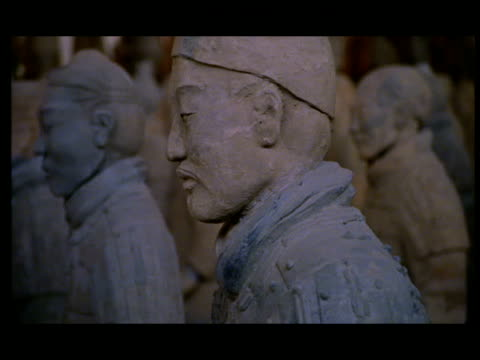 cu, pan, selective focus, terracotta army, xi'an, shaanxi province, china - 紀元前3世紀点の映像素材/bロール