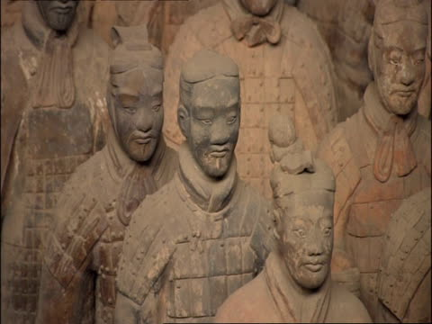 terracotta warriors, front view, museum of qin, xian, china - terrakotta armee stock-videos und b-roll-filmmaterial