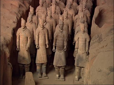 terracotta warriors, front view, to camera, museum of qin, xian, china - terrakotta armee stock-videos und b-roll-filmmaterial