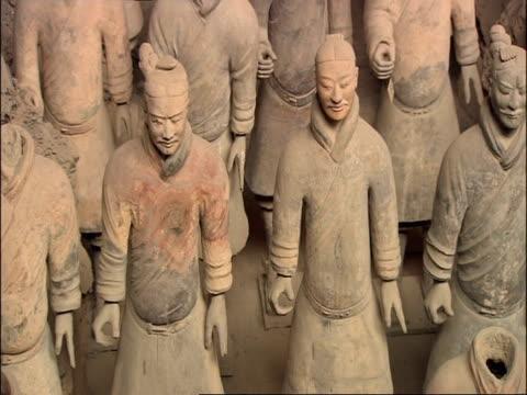 terracotta warriors, museum of qin, xian, china - terrakotta armee stock-videos und b-roll-filmmaterial