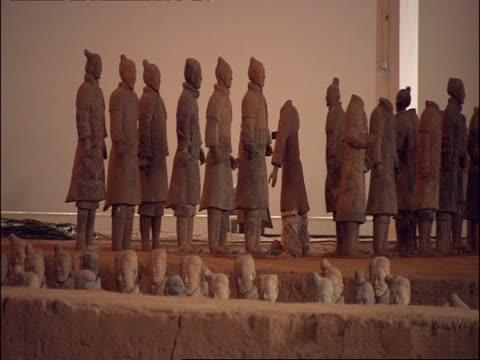 terracotta warriors on display, museum of qin, xian, china - terrakotta armee stock-videos und b-roll-filmmaterial