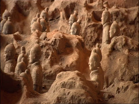 ms terracotta warriors standing amidst unexcavated earth, museum of qin, xian, china - terrakotta armee stock-videos und b-roll-filmmaterial