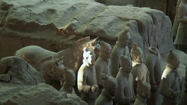 vídeos de stock, filmes e b-roll de ms zo ws ha terracotta warriors, xi'an, china - arqueologia