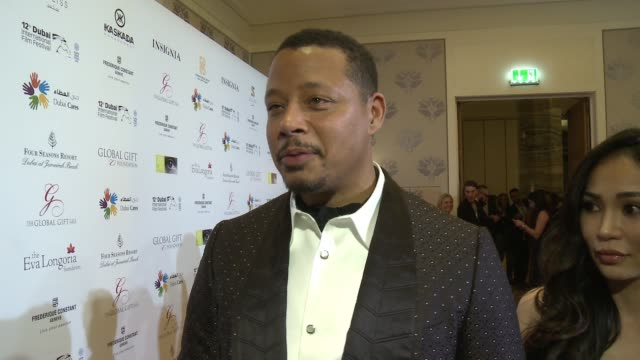vídeos de stock e filmes b-roll de interview terrance howard on why it was important for him to support the global gift gala the importance of giving back how he's been enjoying his... - prémio globo de ouro