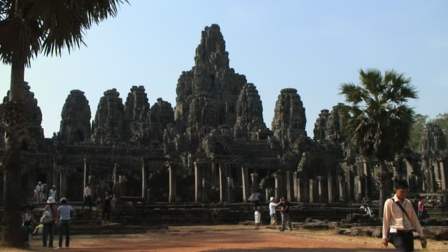ws pan terrase du roi lepreu, temple d'angkor, siem reap, cambodia - cambodian culture stock videos and b-roll footage