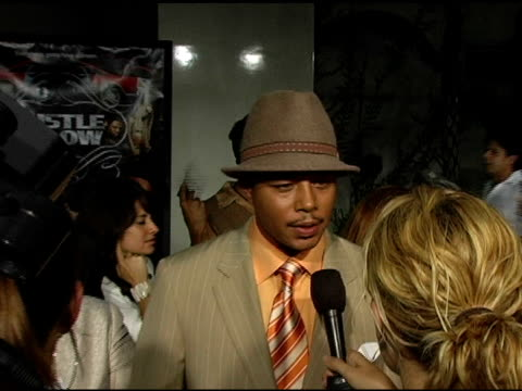 terrence howard interviewed by the press at the 'hustle and flow' los angeles premiere at the cinerama dome at arclight cinemas in hollywood,... - terrence howard stock videos & royalty-free footage