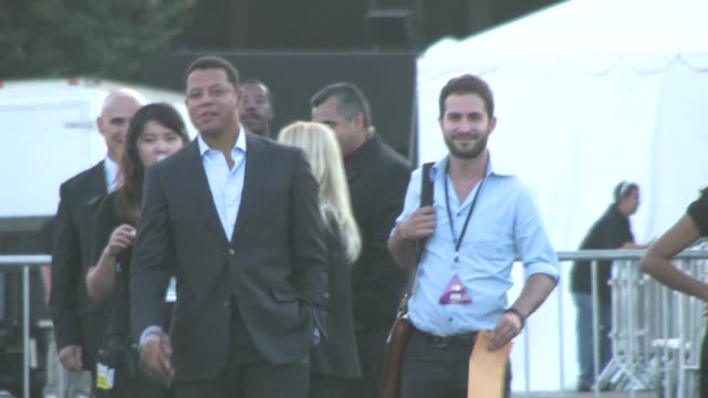 terrence howard leaving the 2011 do something awards in hollywood - terrence howard stock videos and b-roll footage
