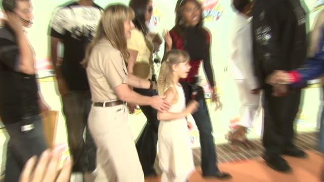 terri irwin and bindi irwin at the 2007 nickelodeon's kids' choice awards at ucla's pauley pavilion in los angeles, california on march 31, 2007. - terri irwin stock videos & royalty-free footage