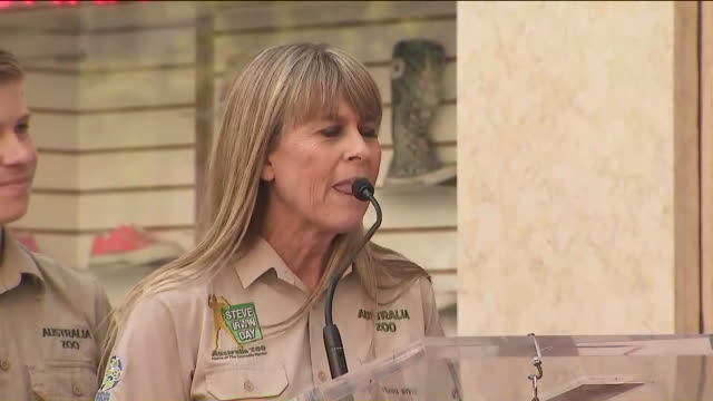 KTLA Terri Irwin Talks About 'Crocodile Hunter' Steve Irwin Posthumously Receiving Hollywood Walk of Fame Honor