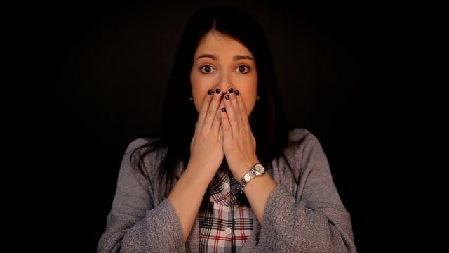 恐怖の女性をクローズ アップ - 恐れ点の映像素材/bロール