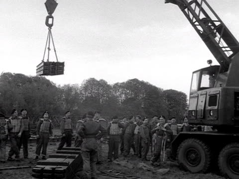 territorial army engineers start to assemble parts for building a pontoon bridge at wallingford - pontoon bridge stock videos and b-roll footage