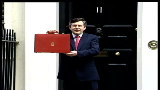 terror attacks / petrol prices rise lib london downing street gordon brown mp holding up red budget box - ゴードン ブラウン点の映像素材/bロール