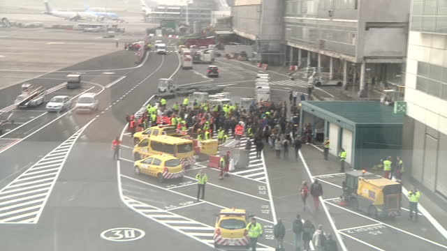 terror in brussels sky correspondent alex rossi was at the scene when the attacks happened showing interior shots crowd follow airport security... - airline check in attendant stock videos and b-roll footage