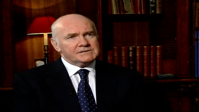 terror threat warning from head of mi5 int dr john reid mp interview sot threat level that indicates attack is likely terrorists have tried to attack... - イギリス情報局保安部点の映像素材/bロール