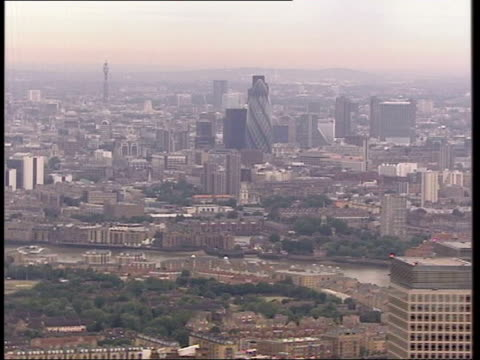 police chief warns of city of london attack ext canary wharf tower and other city high rise buildings clean feed tape = d0601253 or programme as... - 警察署長点の映像素材/bロール