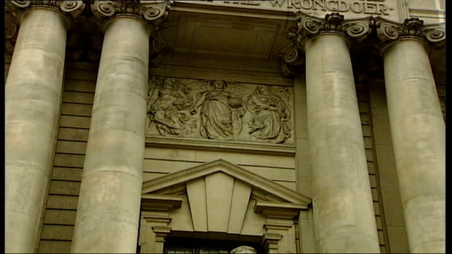 seven men on trial over suspected bomb plot sign for central criminal court as traffic along and past entrance to old bailey and engraving above... - old bailey stock-videos und b-roll-filmmaterial