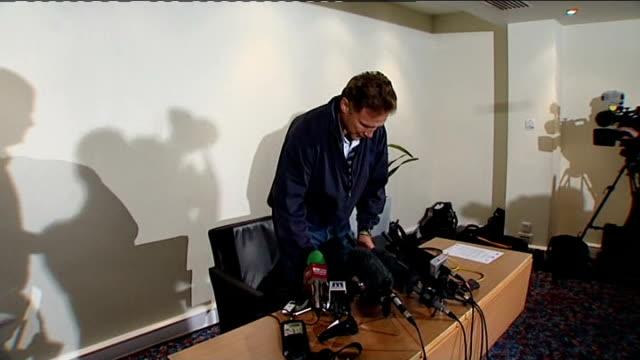 Terrorist attack on Sri Lanka cricket team criticism of security measures ENGLAND Manchester PHOTOGRAPHY** Chris Broad arriving at press conference...