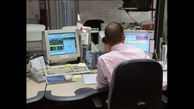 evening news special: pab 18.00 - 18.57; england: london: gir: int trevor mcdonald live studio 18.47.38 cf = d0613955 or d0613952 00.26.44 to... - itv evening news stock videos & royalty-free footage