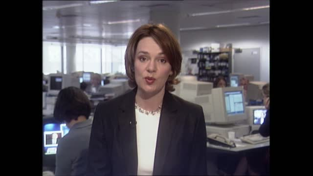 lunchtime news special: pab 12.00 - 13.37; 12.25.14 england: london: gir: int helen wright live 2-way ex newsroom - itv lunchtime news stock-videos und b-roll-filmmaterial