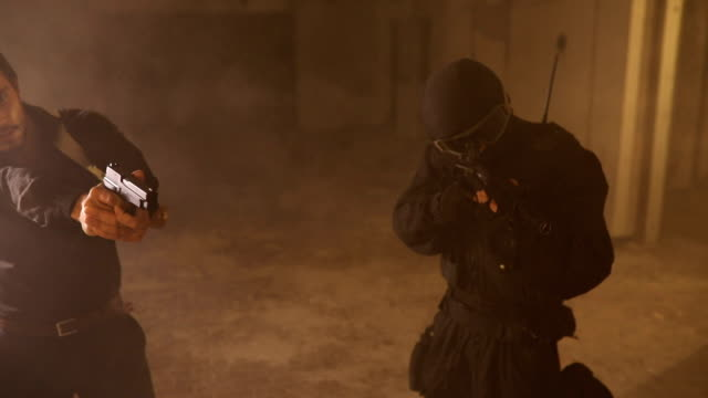 テロリストが人質を持ってください。 - 探偵点の映像素材/bロール