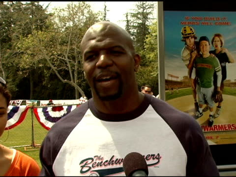 terry alan crews on being blonde for this part, on having a dramatic crying scene at the 'benchwarmers' los angeles premiere at ucla in westwood,... - 洛杉磯西木區 個影片檔及 b 捲影像