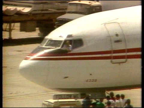 stockvideo's en b-roll-footage met terry anderson released terry anderson released itn lib airport tcms front of aircraft with twa pilot lean ing out of window cms pilot as terrorist... - terry anderson