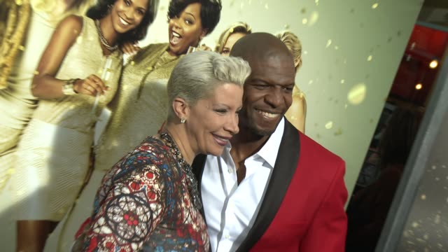 vídeos de stock e filmes b-roll de terry crews rebecca crews at tyler perry's the single moms club los angeles premiere at arclight cinemas cinerama dome on march 10 2014 in hollywood... - cinerama dome hollywood