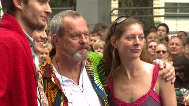 stockvideo's en b-roll-footage met terry gilliam and guests at the walle uk premiere at london london - terry gilliam