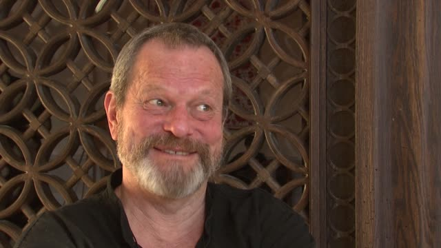 stockvideo's en b-roll-footage met terry gilliam on getting johnny depp to work on his next movie at the 2008 dubai international film festival terry gilliam at dubai - terry gilliam