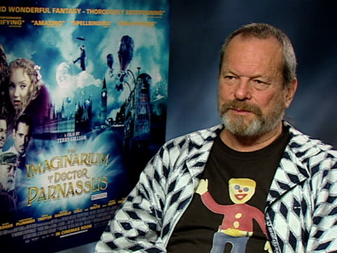 vídeos y material grabado en eventos de stock de terry gilliam on how he makes things up as he goes along, on the preparation of the costumes and sets, on how he doesn't want his sets to be rigid at... - terry gilliam