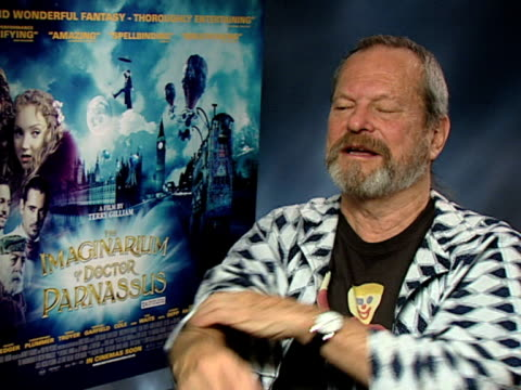 terry gilliam on how they worked on johnny depp, colin farrell, and jude law to look the same, on how they understood heath ledger's spirit and... - terry gilliam stock-videos und b-roll-filmmaterial