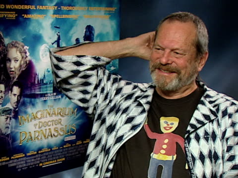 terry gilliam on whether he's the basis of doctor parnassus, on how the character is old and depressed like him at the the imaginarium of doctor... - terry gilliam stock-videos und b-roll-filmmaterial