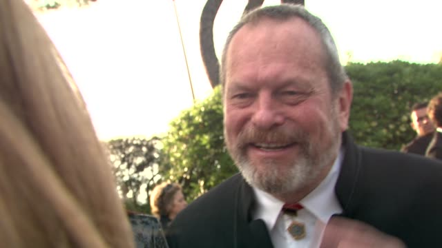 stockvideo's en b-roll-footage met terry gilliam on why he's not buying anything at the cannes film festival 2009 amfar red carpet at antibes - terry gilliam