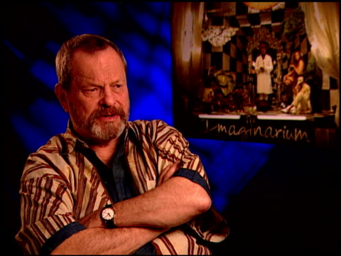 vídeos de stock, filmes e b-roll de terry gilliam on working with heath ledger. at the 'the imaginarium of doctor parnassus' junket at beverly hills ca. - heath ledger