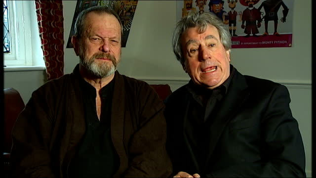 vídeos y material grabado en eventos de stock de terry jones interview sot - saying he needed to make some money terry gilliam interview sot - saying once young people are addicted they will bring... - terry gilliam