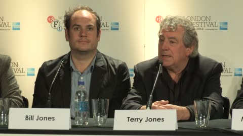 """vídeos de stock, filmes e b-roll de terry jones on the film reflecting graham chapman quest to find who he was at """"a liar's autobiography"""" press conference: bfi 56th london film... - monty python"""