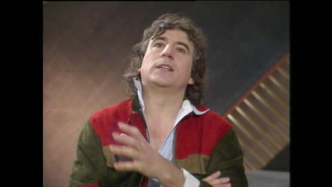 """vídeos de stock, filmes e b-roll de terry jones, speaking in 1984, on why it is important to keep laughing and to not take life too seriously. """"i hope we never stop laughing at... - monty python"""