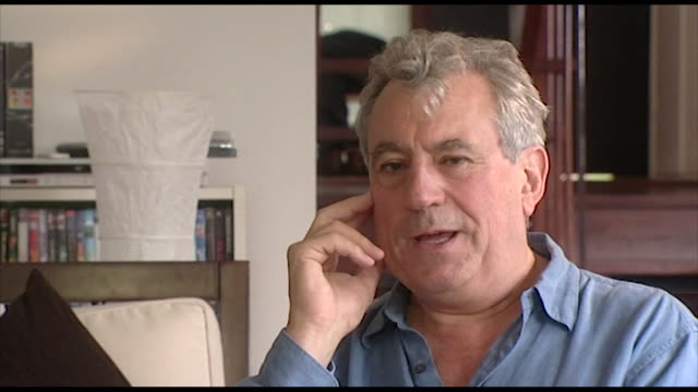 "terry jones, speaking in 2006, doesn't believe 'the life of brian' is offensive towards christianity. ""i don't think life of brian is particularly... - 俳優 テリー ジョーンズ点の映像素材/bロール"