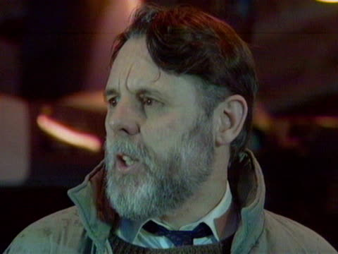stockvideo's en b-roll-footage met terry waites gives a press conference at raf lyneham about his freedom and years of captivity in beirut november 1991 - terry waite
